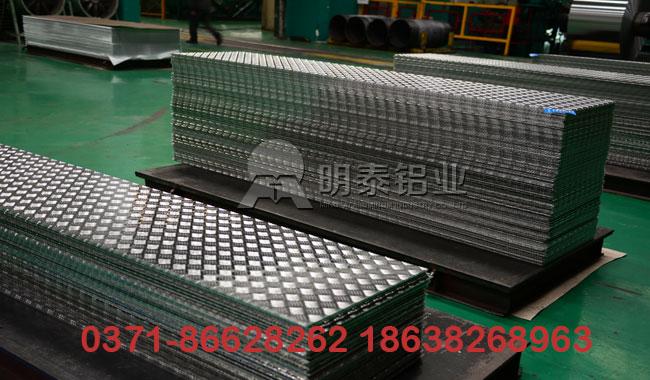 花纹铝板的性能特点和应用领域