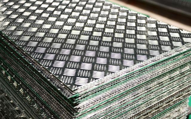 铝板厂家介绍3003花纹板与5052花纹板的用途差异