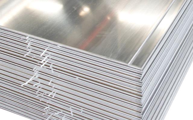 明泰铝业_商场典型铝合金门窗形成明显冲击力
