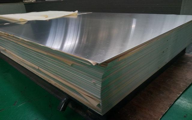 河(he)南明泰燈頭料3104/3004鋁板定制生產,寬度範圍(wei)100-2600mm