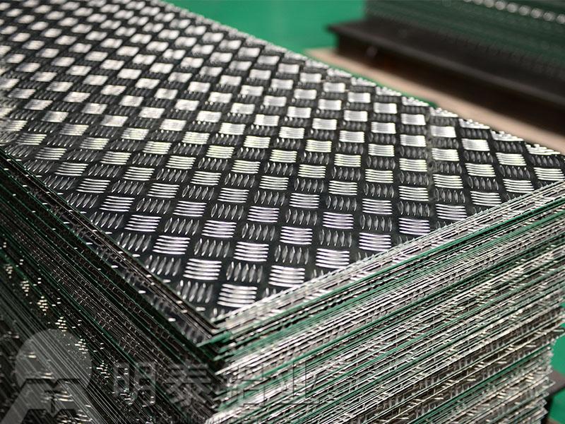 车厢防滑用5754花纹铝板-五条筋花纹板报价多少